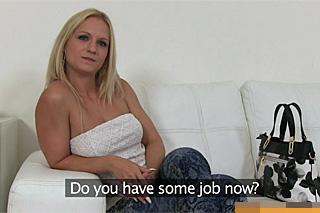 Sexuální inzerát na modelku, aneb FakeAgent šuká nezaměstnanou milf!
