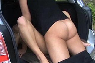 Stopařka si po domluvě zašuká s řidičem v autě