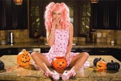 Halloweenská masturbace v podání Aaliyah Love