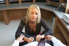 Kancelářský sex s blondýnkou Naughty Allie