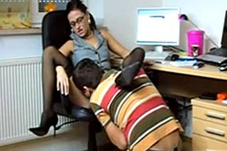 Učitelka Nathalie Vanadis si do kabinetu volá obdařeného studenta