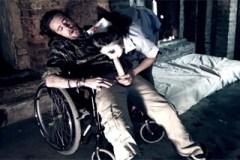 Vojín Luke Hotrod a šílená zdravotní sestra Julia De Lucia – hororové porno