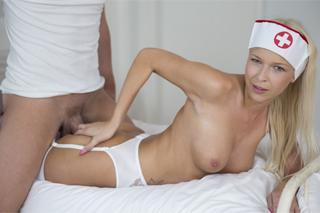 Pornokalendář DV 21.9 – Pacient Matouš a přítulná sestřička Karol