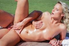 Samantha Jolie a George Uhl: Něžný sex a squirt s hotelovým masérem! – české porno