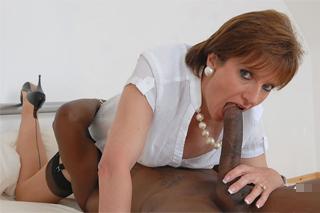Zralá panička Lady Sonia ojetá černým zlodějem