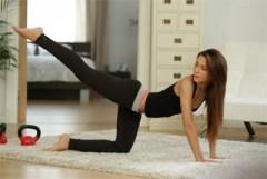 Pornokalendář DV 18.11 – Něžná fitness trenérka Romana
