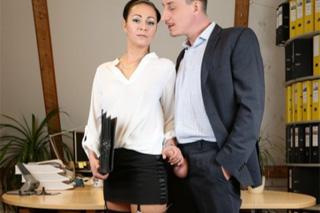 Pornokalendář DV 7.11 – Sekretářka Saskie se intimně sblíží s novým šéfem!