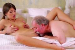 Susan Ayn: Starý džentlmen ošuká mladou sousedku – české porno