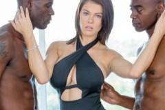 Nevěrná Peta Jensen drsně podvede manžela na dovolené – interracial porno