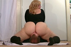 Pornokalendář DV 15.2 – Dominantní baculka Jiřina miluje facesitting