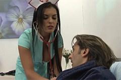 Pornokalendář DV 2.3 – Sestřička Anežka prcá s pacientem v domácím léčení