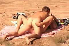 Vášnivá soulož na vylidněné pláži