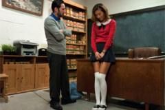 Alina Li: Sexuání trest pro nezbednou asijskou školačku!