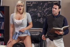 Pornokalendář DV (Julie, 10.12.) – Studentka Kylie Page šoustá s matikářem!