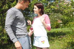 Hravá studentka svede spolužáka při ranním běhu! (Ana Bell Evans)