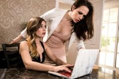 Kolegyně Sydney Cole a Chanel Preston si vzájemně ochutnají horké kundičky!
