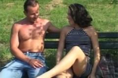 Nadržená městská panička svede svalnatého farmáře! (Ashley Blue a George Uhl)