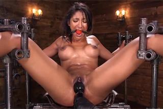 Exotická subka Sadie Santana prožije neskutečný orgasmus!