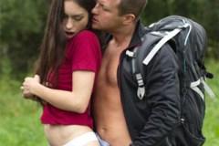 Pornokalendář DV (Bořek, 12.7.) – Turista opíchá řidičku v nouzi! (Arwen Gold)