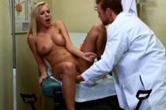 Pornokalendář DV (Markéta, 13.7.) – Necudná pacientka Bibi Jones prcá s doktorem