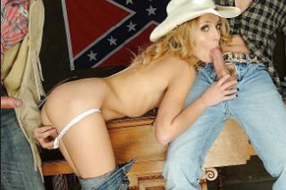 Osamělou farmářku Nataly Von potěší dvojice kovbojů!