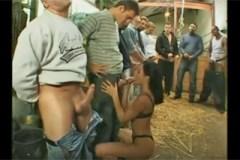 Zvrhlá farmářka Sandra Romain, aneb gang bang ve stáji!