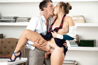 Análně ochotná sekretářka Gia Derza!