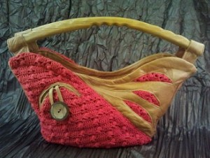 Leather bag in a crochet combination and wooden carrying handle/varga.halec/flickr