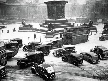 Trafalgar Square 1947/Leonard Bentley/flickr