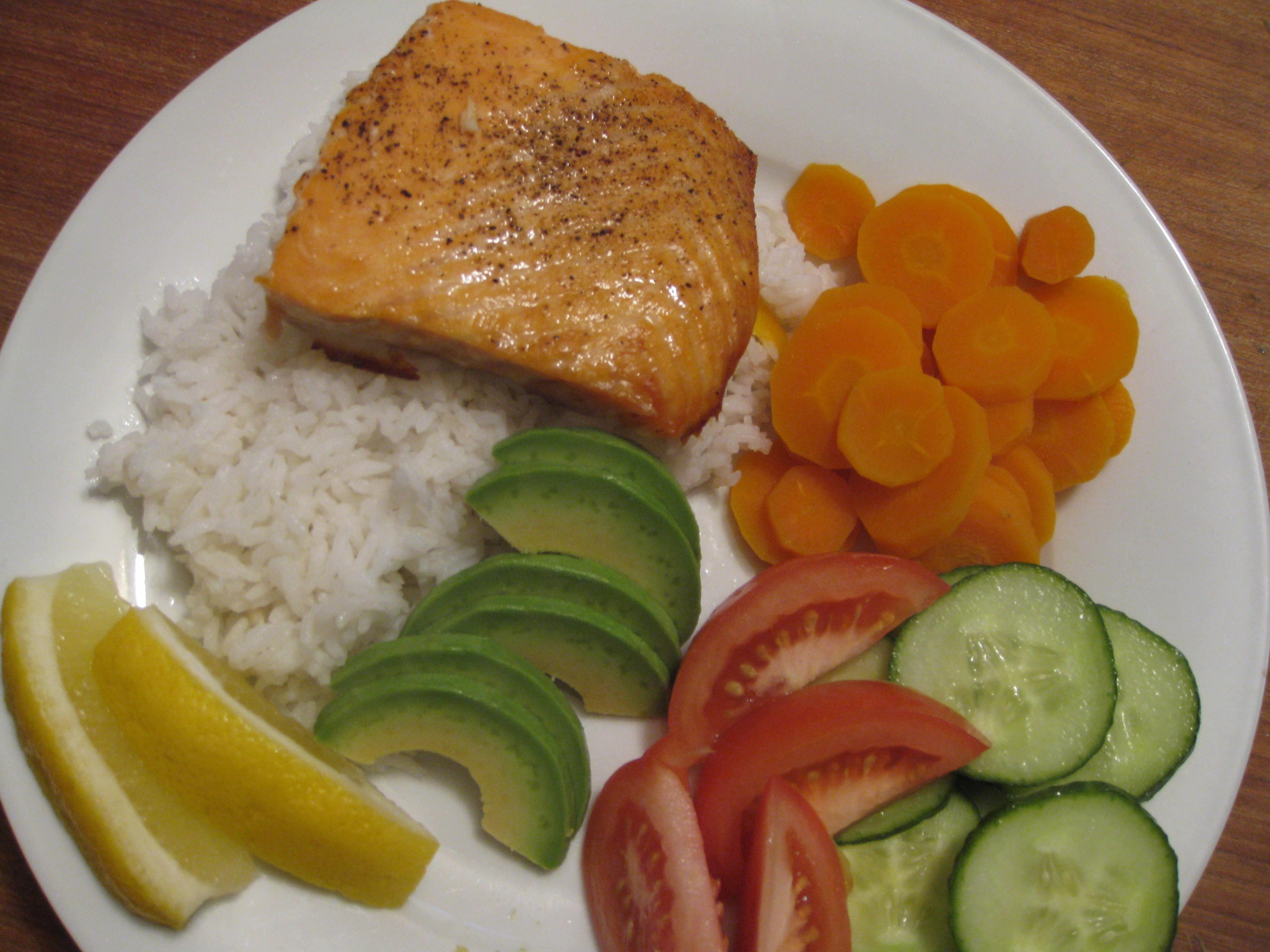 Recipe – Pan Fry Salmon on Rice with Veggies