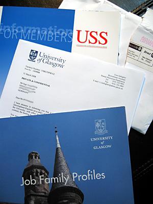 Infomaterial und Arbeitsvertrag der University of Glasgow