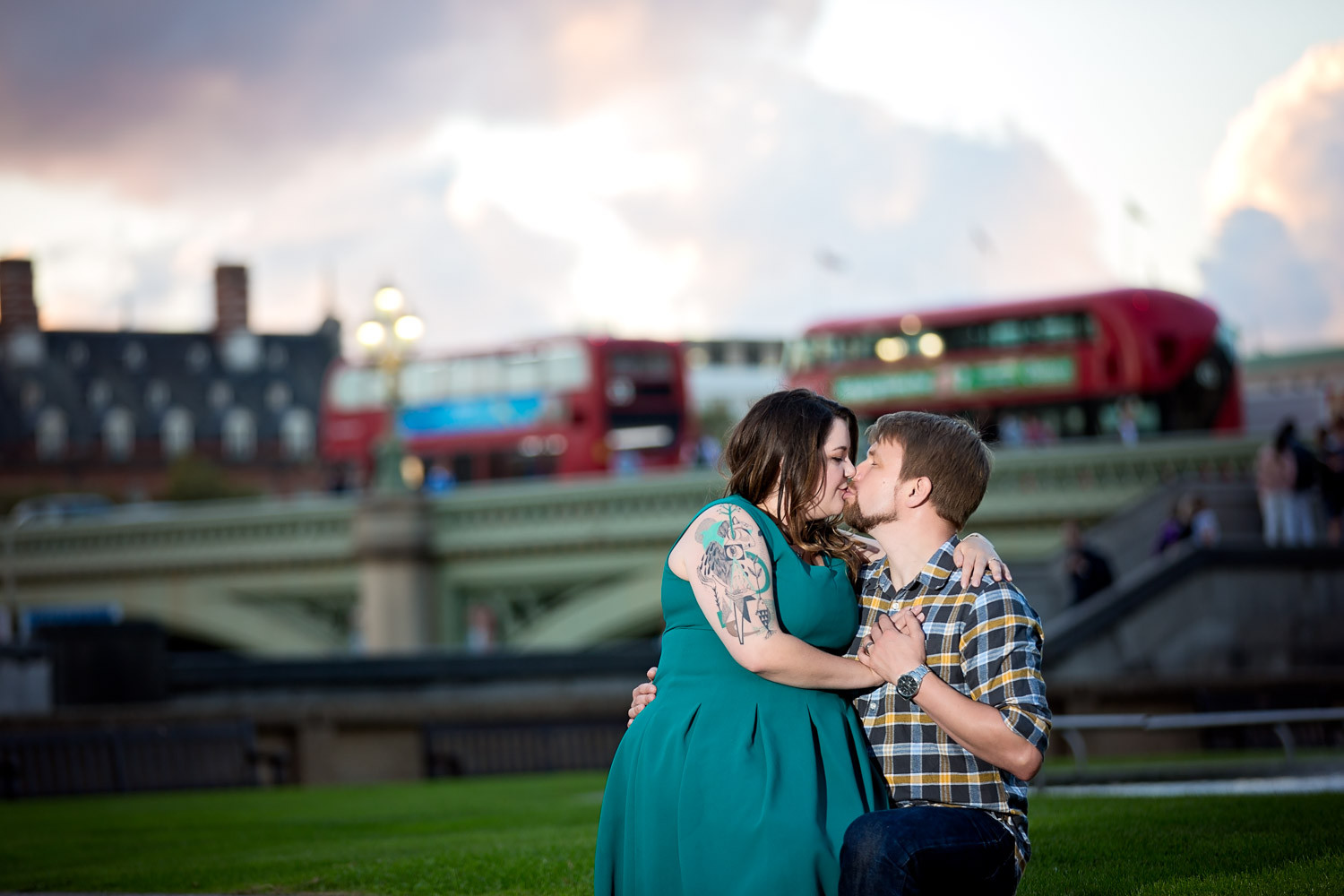 janice-peter-westminster-the-river-thames-london-engagement-12