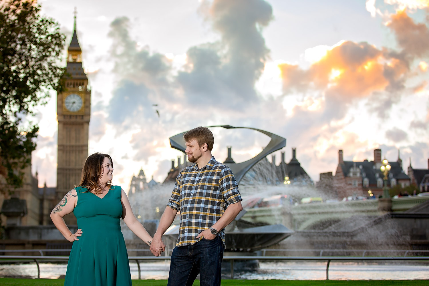 janice-peter-westminster-the-river-thames-london-engagement-13
