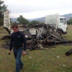 Natjerao mladića da istovareno smeće vrati na kamion i odveze na deponiju