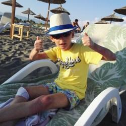 Anes je dječak leptir: Čak i zagrljaj može da otvori novu ranu na njegovom tijelu