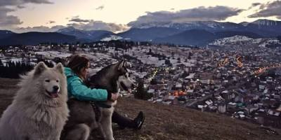 Đulija Kardović: Kad nije u salonu, ona fotografiše, planinari, skija, skače iz aviona… i zaljubljena je u rožajski kraj