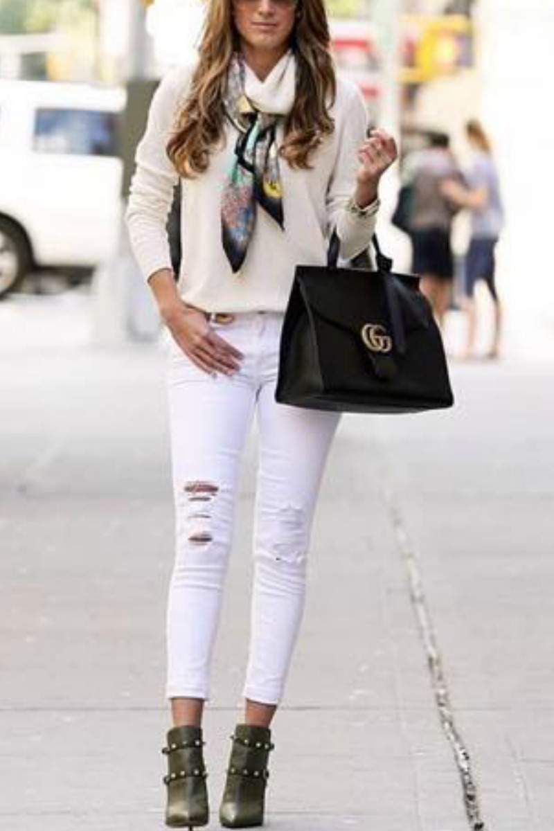 fall-winter-outfit-ideas-casual-ankle-boots-jeans-sweater
