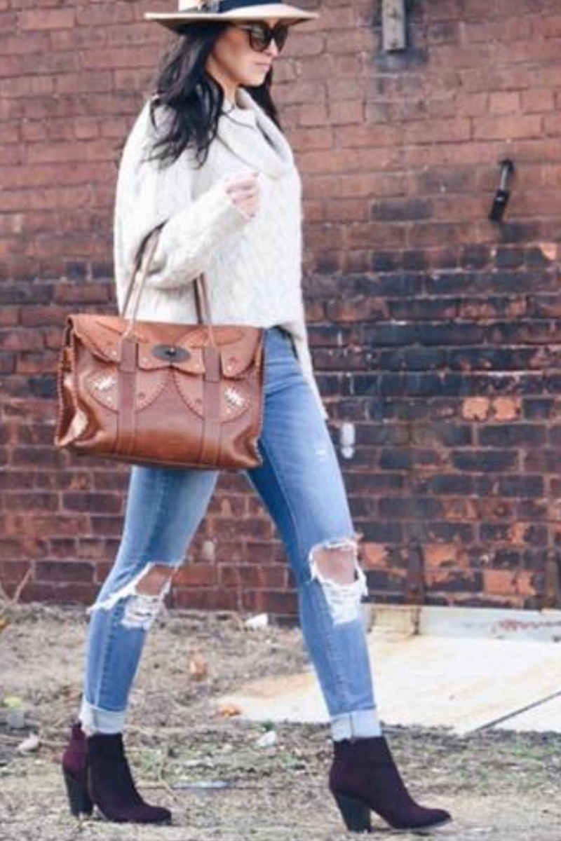 fall-winter-outfit-ideas-casual-black-ankle-boots-boyfriend-jeans
