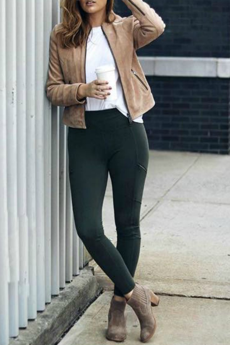 fall-winter-outfit-ideas-casual-leggings-ankle-boots