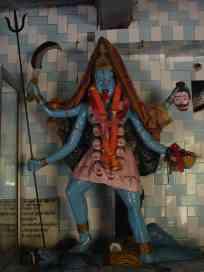 Typical crazy-looking statu in a Hindu temple