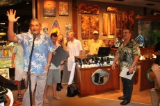 Wyland Gallery Signing 2 036