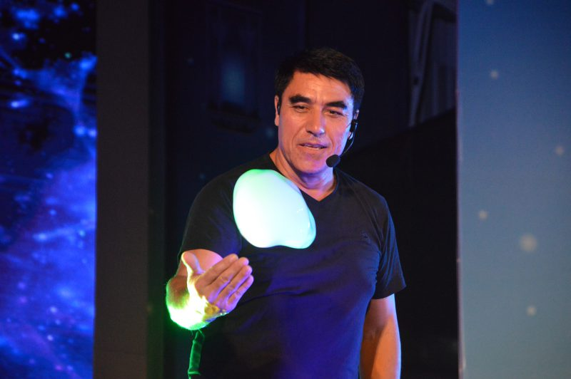 fan Yang Gazillion Bubble Show Đầm Sen