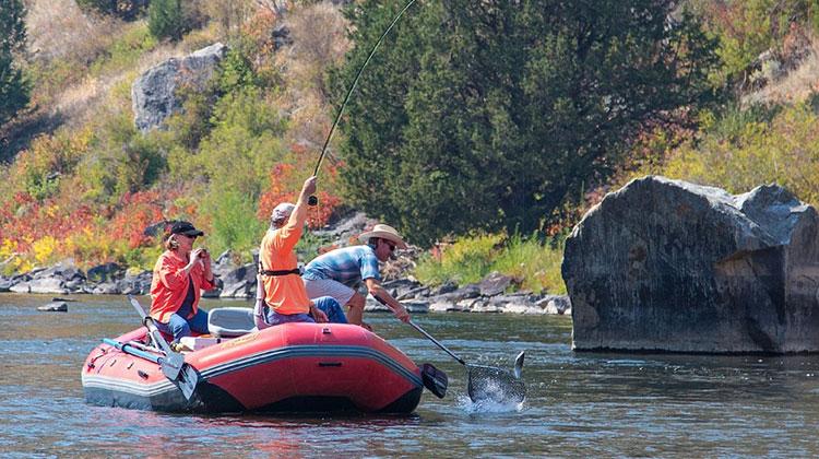 Съвети за рибари - какви такъми да изберем за риболова?