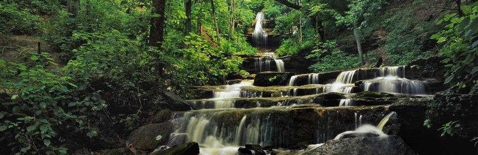 10 широкоекранни тапети на водопади за вашия десктоп