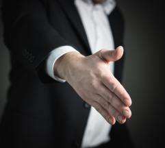 Onderhandelen over diverse contracten, maar ook over schikkingen in geschillen