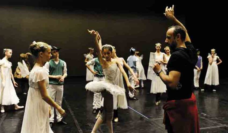 Thomas Lund rehearsing students of the Royal Danish Ballet School  Photo: Courtesy of the Royal Danish Theatre
