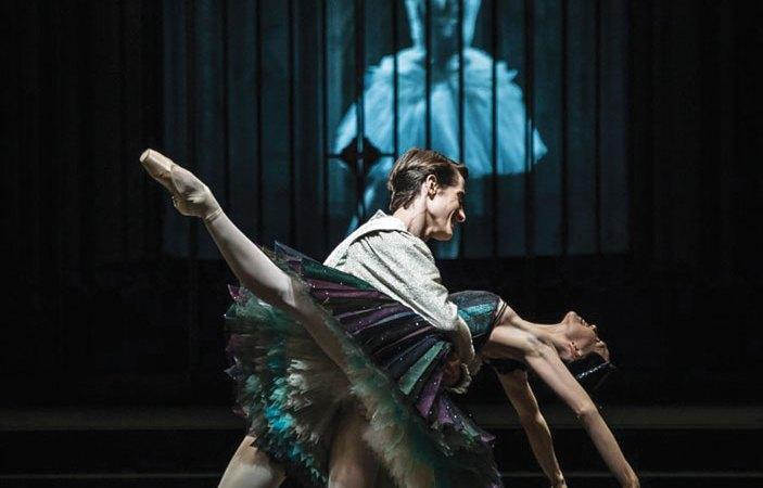 Alexander Jones and Viktorina Kapitonova of Ballett Zürich in Alexei Ratmansky's Swan Lake   Photo: Carlos Quezada