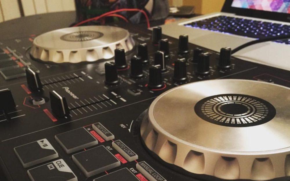 dj-controller-pioneer-ddj-sb