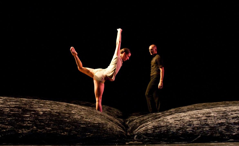 Hubbard Street Dancer Ana Lopez and former Hubbard Street Dancer Benjamin Wardell in Alejandro Cerrudo's Off Screen.