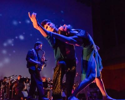 "Cerqua Rivera Dance Theatre's Brennen Renteria and Miranda Borkan in Sherry Zunker's ""Between Us"" (Photo by Dan Kasberger)"